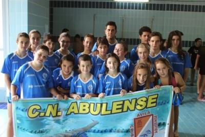 Los nadadores del c n abulense mejoraron sus marcas en la for Piscina alamedilla